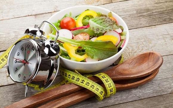 Chrononutrition avis : peut-on maigrir en suivant son