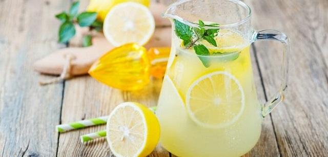 boisson minceur : l'eau citronnée