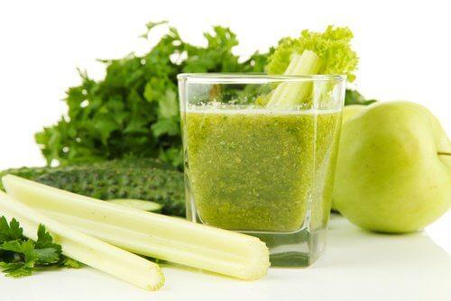 smoothie à la pomme verte, au céleri et au citron